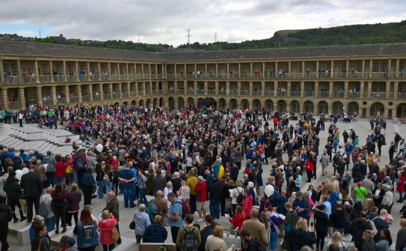 Piece Hall crowd