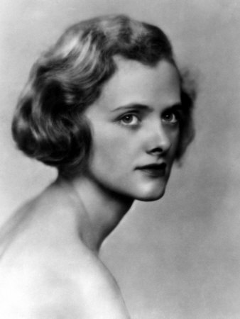 Daphne du Maurier head and shoulders