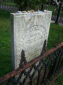 Emily Dickinson grave